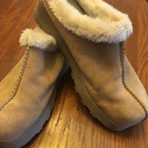 Air Walk clogs faux fur lined. Great shape!